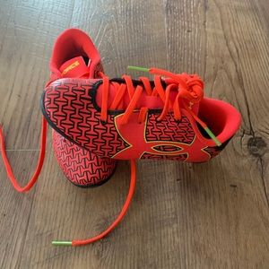 Size 11 under armour soccer shoes